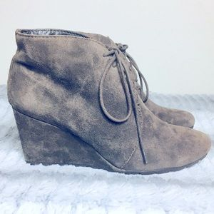 CLARKS BROWN SUEDE LACE UP ANKLE BOOTS  SZ 8